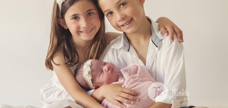 Fotos recien nacido con hermanos - Valencia