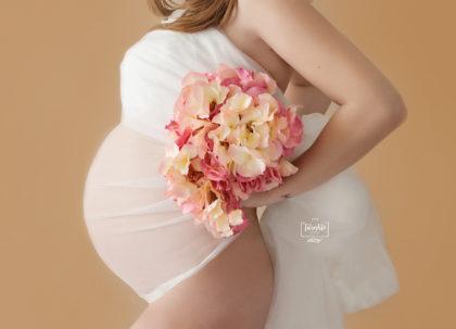 sesion embarazo estudio tul y flores valencia twinklefoto / ¿Sesión de fotos del embarazo en estudio o en exteriores?